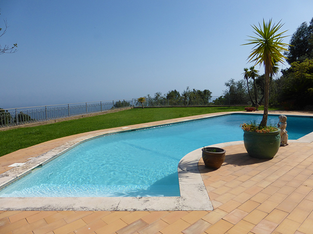 Large villa with pool for sale Monchique Portugal