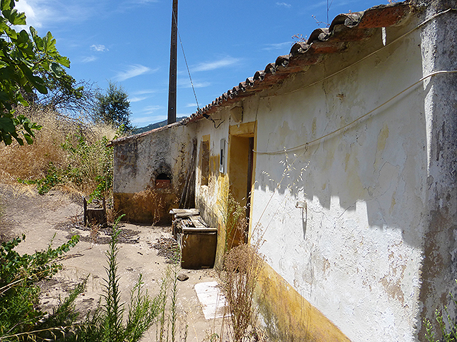 Terrain with ruin Monchique for sale